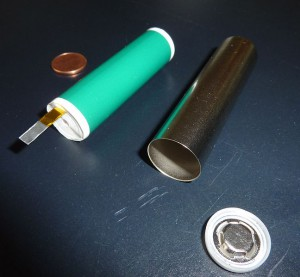 648px-Lithium-Ion_Cell_cylindric-300x277